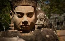 Una holandesa reconoce haber destrozado una de las estatuas de los templos de Angkor