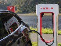 Tesla estudia salir de la Bolsa