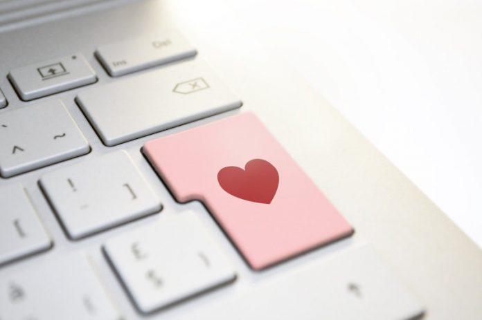 Facebook parejas Tuned